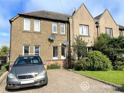 Property to rent in 9 Wallace Place, Kingseat, Dunfermline