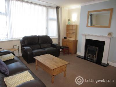 Property to rent in Hilton Drive, Aberdeen, AB24