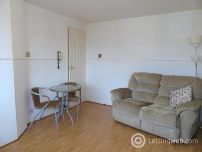 Property to rent in Maclean Drive
