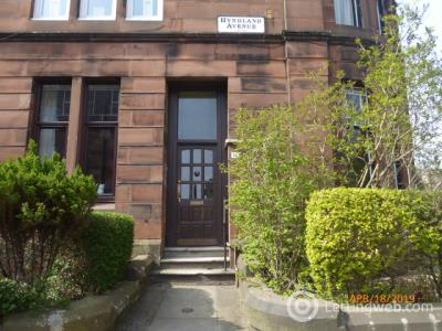 Property to rent in flat 0/1 at 17 Hyndland Avenue
