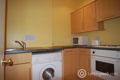 Property to rent in Meadowbank Terrace, Edinburgh, EH8 7AR