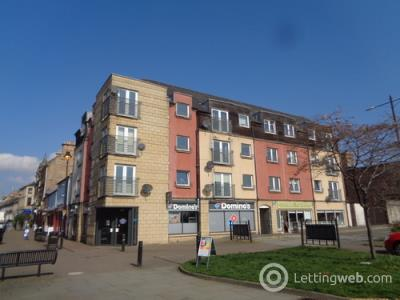 Property to rent in Candleriggs, Alloa, FK10