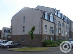 Property to rent in 8 Rosslyn Court