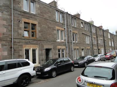 Property to rent in 9 2/4 Inchaffray Street