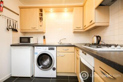 Property to rent in Burnvale Place, Livingston, EH54 6GD