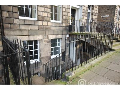 Property to rent in Scotland Street