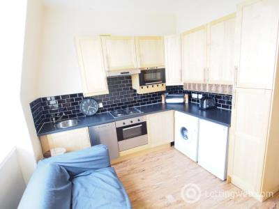 Property to rent in Spital, Top Left, AB24