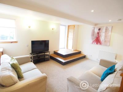 Property to rent in Sunnyside Road, Aberdeen, AB24