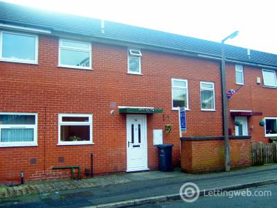 Property to rent in Robinia Close, Eccles