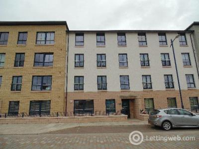 Property to rent in Oatlands Square