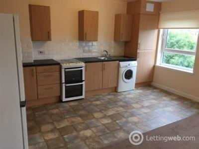 Property to rent in Flat 2/1, 2 Holmlea Court