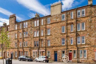 Property to rent in 33 7 Gibson Terrace, Edinburgh