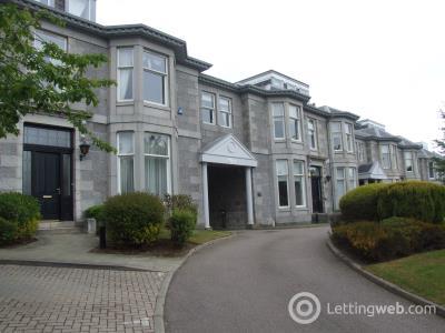 Property to rent in Queens Road