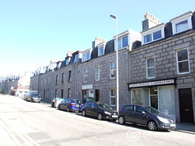 Property to rent in Crown Street