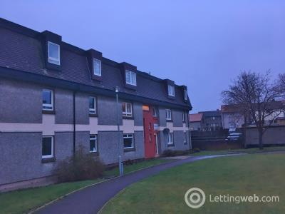 Property to rent in Hillside Place