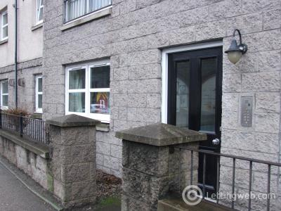Property to rent in 134 South College Street