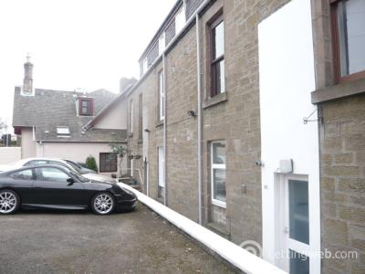 Property to rent in Dundee Road