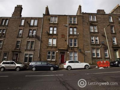 Property to rent in 44 Provost Road, Dundee, DD3 8AJ