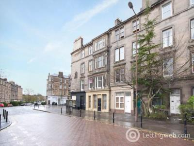 Property to rent in Montgomery Street,