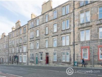 Property to rent in 8/2 Broughton Road, Edinburgh,