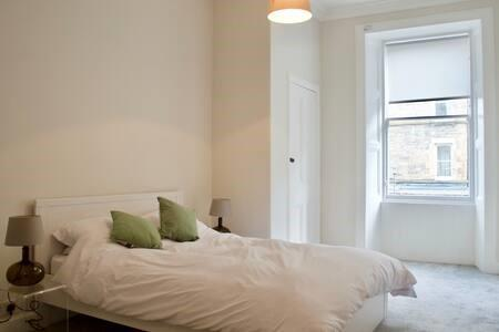 Property image 3 for - Bruntsfield Avenue, EH10
