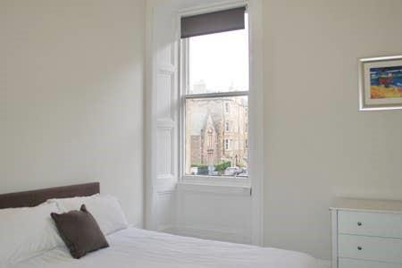 Property image 4 for - Bruntsfield Avenue, EH10