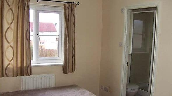 Property image 3 for - 74 Queens Crescent, Livingston, EH54