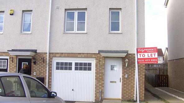 Property image 4 for - 74 Queens Crescent, Livingston, EH54