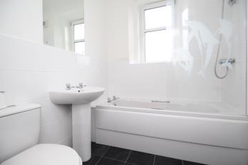 Property to rent in 9 Queens Court, Helensburgh, G84 7AH