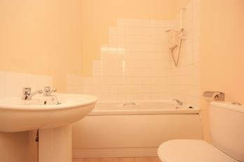 Property to rent in Flat 2/2, 12 Blackhall Street