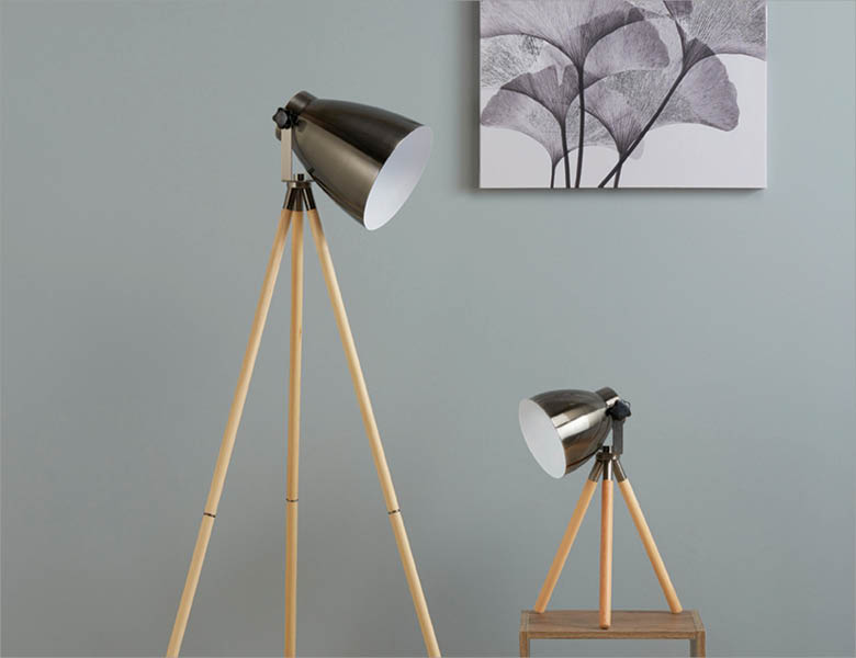 Wooden Tripod Lighting