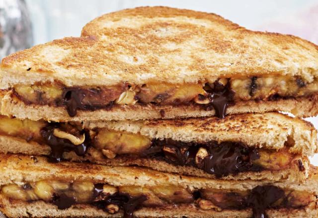 Banana breakfast sandwiches (V)