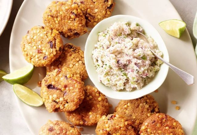 Lentil fritters with coconut chutney (VE)