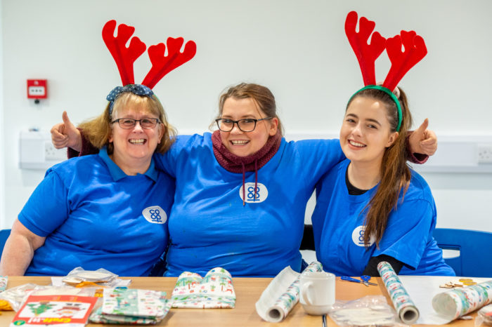 Colleagues-wrapping-presents-39.jpg