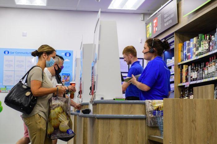 Customers-at-till-6.jpg