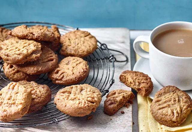 Five-ingredient peanut butter & chocolate cookies