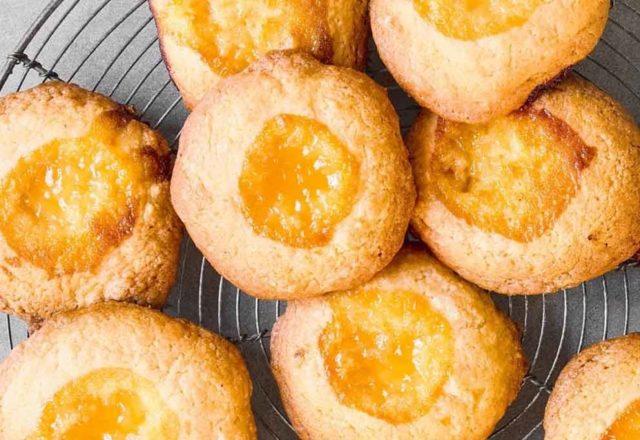 Lemon curd thumbprint cookies (V)