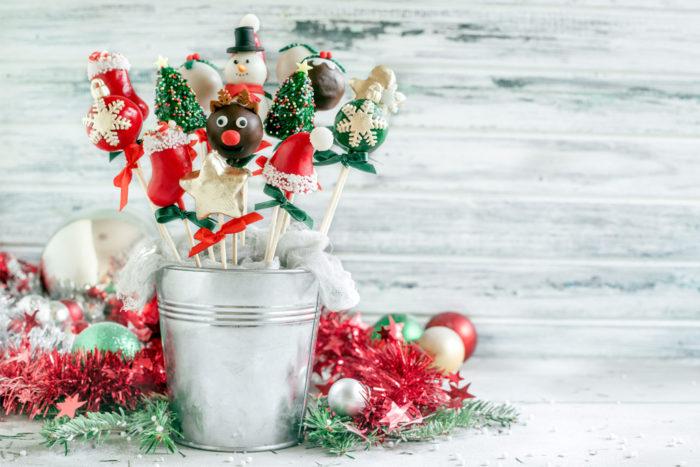 Christmas-cake-pops-in-the-metal-basket_web.jpg