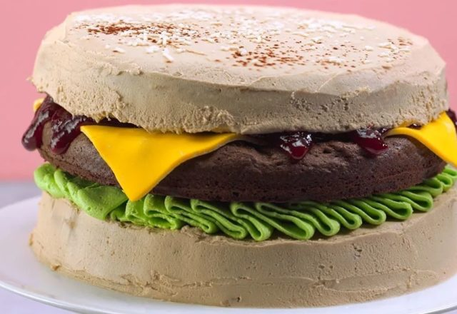 Burger cake (V)