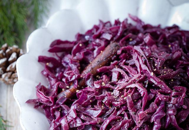 Wine-braised red cabbage (V)