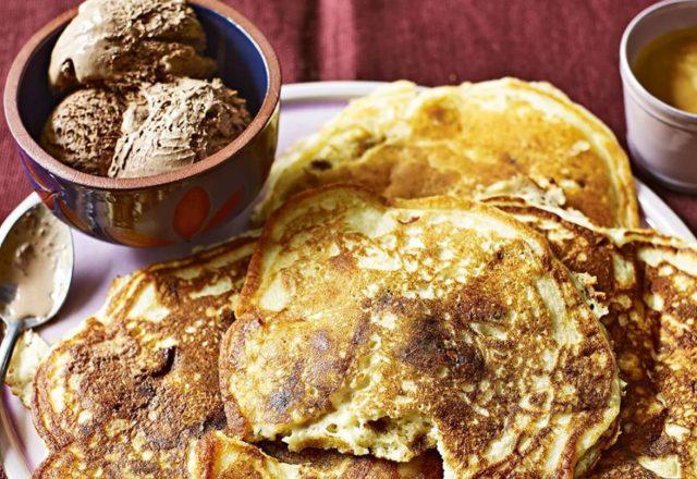 Cookie dough pancakes (V)