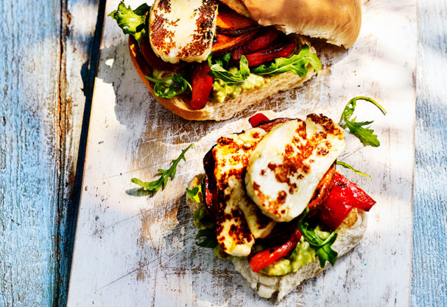 Halloumi veggie burgers (V)