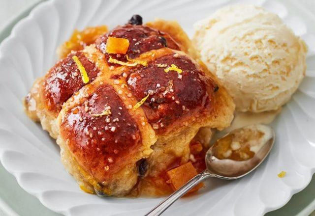 Hot cross bread and butter pudding (V)