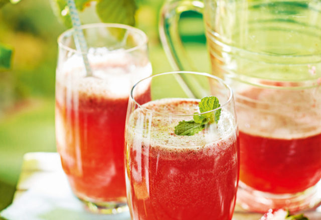 Strawberry, mint and elderflower fizz