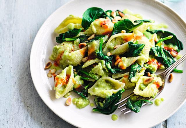 Creamy avocado and sweet chilli pasta (V)