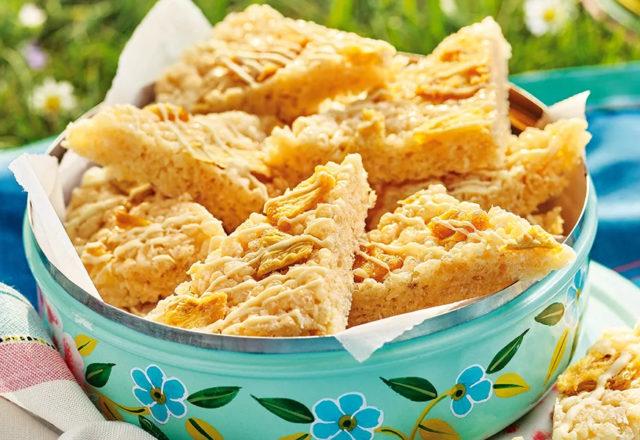 Pineapple crispy rice cakes