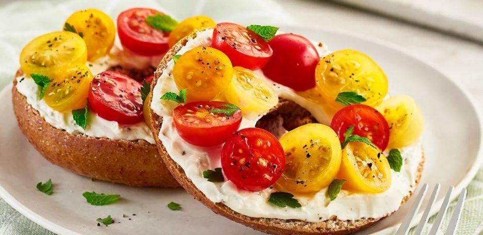 Ohiladelphia And Tomato Bagel