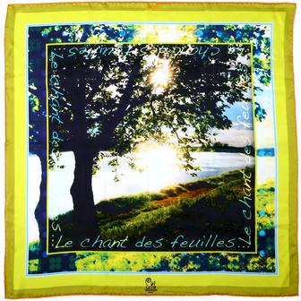 Foulard de créateur soie jaune motifs little woman paris