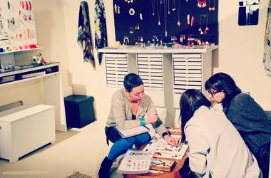 Salon premiere classe bijou email femme foulard createur little woman paris normal