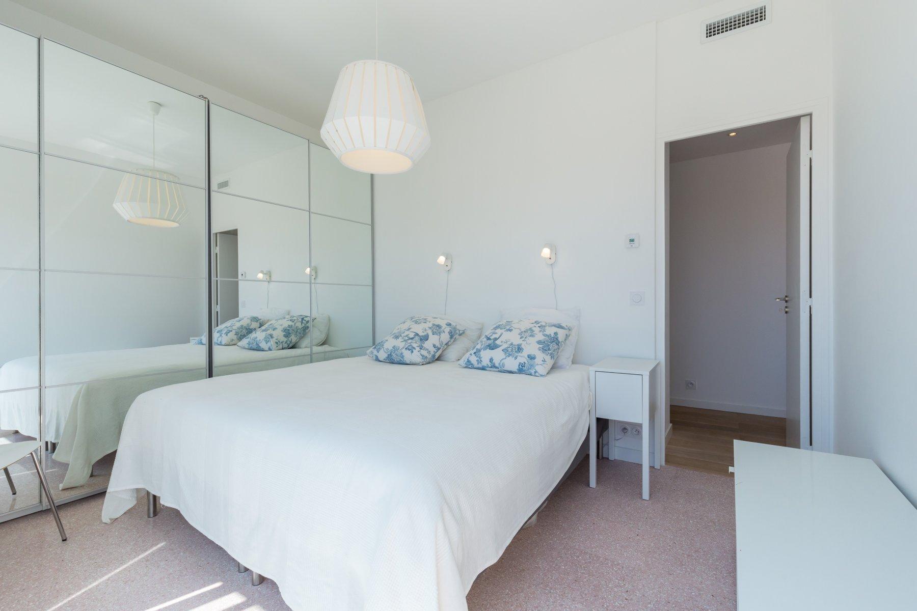 Rent top floor luxury flat with large 2 terraces in Nice